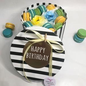 MACARON ajándékdoboz box, Élelmiszer, Édesség, Élelmiszer előállítás, Ízben és látványban gazdag tökéletes szülinapi ajándék. Az ajándék MACARON box 12 darab, mandulalisz..., Meska