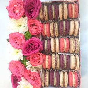Virágos MACARON box , Élelmiszer, Édesség, Élelmiszer előállítás, Ez a szívet és szemet gyönyörködtető MACARON box 20 darab, mandulalisztből készített macaronból (4 k..., Meska