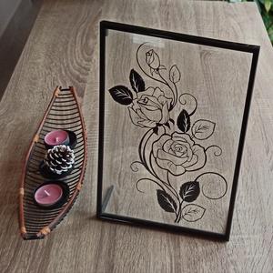 Rózsás falikép / asztali kép, Otthon & lakás, Dekoráció, Kép, Lakberendezés, Falikép, Asztaldísz, Papírművészet, 31 cm x 21 cm-es műanyag képkeret, melyben két üveglap között, kézzel vágott papírkép van elhelyezve..., Meska