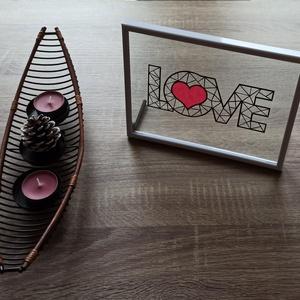 Love asztali kép / falikép, Otthon & lakás, Dekoráció, Kép, Ünnepi dekoráció, Szerelmeseknek, Lakberendezés, Falikép, Papírművészet, 21 cm x 16 cm-es műanyag képkeret, melyben két üveglap között, kézzel vágott papírkép van elhelyezve..., Meska