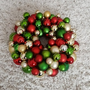 Kicsi -28cm- karácsonyi hangulat - adventi karácsonyi ajtódísz, Karácsony, Ünnepi dekoráció, Dekoráció, Otthon & lakás, Karácsonyi dekoráció, Lakberendezés, Koszorú, Virágkötés, Újra eltelt egy év, lassan itt van az adventi-karácsonyi időszak...\n\n Nem szeretem az uniformizált t..., Meska