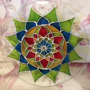 Harmónia, Otthon & lakás, Dekoráció, Kép, Képzőművészet, Festmény, Festészet, Üvegművészet, Csiszolt üveglapra festett saját tervezésű mandala.\nElhozza a harmónia, hála érzését, segít kinyitni..., Meska