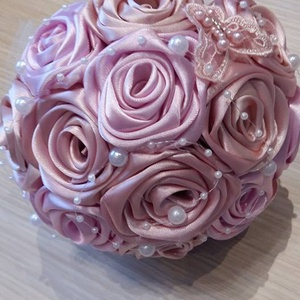 Selyemvirág csokor romantikus színekben!, Csokor & Virágdísz, Dekoráció, Otthon & Lakás, Virágkötés, Rózsaszín kézzel készített szaténrózsákból álló csokor,ami lehet akár koszorúslány vagy dobó csokor ..., Meska