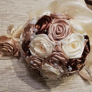 Örökcsokor, Szerelmeseknek, Ünnepi dekoráció, Dekoráció, Otthon & lakás, Esküvő, Esküvői csokor, Esküvői dekoráció, Virágkötés, Barna,arany,ekrü színű selyemvirágcsokor ,ami kb. 26 db rózsából készül.Kb.20 cm átmérőjű és 22cm ho..., Meska