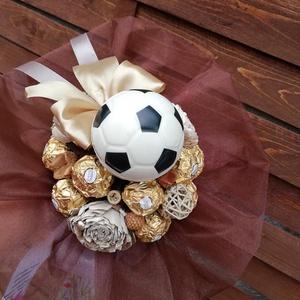 Ferrero Rocher csokicsokor, Csokor & Virágdísz, Dekoráció, Otthon & Lakás, Virágkötés, Ferrero rocher csokor,amit ballagásra ajánlok,focirajongónak.kb egy doboz rocher van rajta.Inkább fi..., Meska