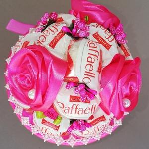 Raffaello csokor,selyemvirággal, Anyák napja, Ünnepi dekoráció, Dekoráció, Otthon & lakás, Gyereknap, Egyéb, Mindenmás, Virágkötés, Raffaello csokor kézzel készített szaténvirággal,gyönggyel,masnival díszítve,amit lánynak ajánlok a ..., Meska