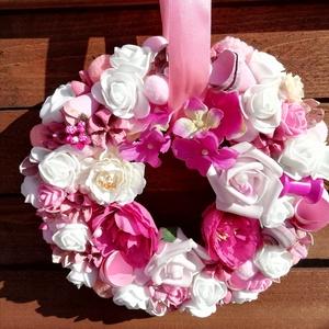 Virágos ajtódísz,pink,rózsaszín és fehér színű, Otthon & lakás, Dekoráció, Dísz, Mindenmás, Virágkötés, Jó minőségű virágokkal díszített kopogtató,ami sokáig bejárati ajtód dísze lehet.\nÁtmérője 23 cm.Azo..., Meska