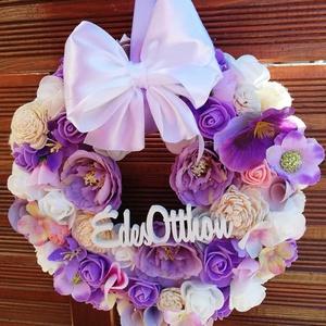 Tavaszi, ajtódísz , Ajtódísz & Kopogtató, Dekoráció, Otthon & Lakás, Mindenmás, Virágkötés, Lila fehér ajtódísz, csupa virág!\nMérete 23 cm átmérőjű.Azonnal tudom postázni a díszt., Meska
