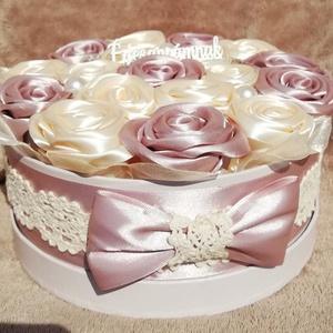 Örökvirágdoboz, Doboz, Emlék & Ajándék, Esküvő, Mindenmás, Virágkötés, Anyák napjára kèszült ez a rose gold ,ekrü színű kézi készítésű rózsákból álló virágdoboz.  Gyöngyök..., Meska