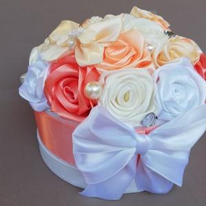 Barack, fehér, korall, ekrü színű viragdoboz, Esküvő, Esküvői dekoráció, Otthon & lakás, Dekoráció, Virágkötés, Mindenmás, Ezt a viragdobozt, ami teljesen kèzi készítésű szatén rózsával van készítve, ajánlom különleges ünne..., Meska