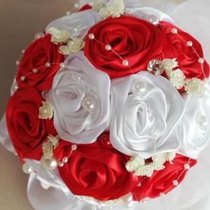 Csodacsokor ,ami örök emlék marad!, Esküvő, Esküvői csokor, Ballagás, Ünnepi dekoráció, Dekoráció, Otthon & lakás, Szerelmeseknek, Virágkötés, Gyönyörű színekben pompázó piros és fehér szaténszalagból ,szirmonként készült ez az örökcsokor amit..., Meska