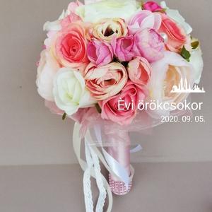 Örökcsokor, Esküvő, Menyasszonyi- és dobócsokor, Rózsaszín, krém, fehér árnyalatú minőségi selyemvirag okból kèszìtett menyasszonyi csokor. Átmérője ..., Meska
