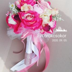 Örökcsokor , Menyasszonyi- és dobócsokor, Esküvő, Virágkötés, Pink, rózsaszín, fehér, krém színű selyemvirágcsokor. Átmérője 20cm.Hossza 25cm. Örök emlék marad! ❤..., Meska