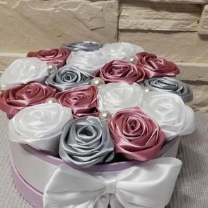 Szülőköszöntő virágdoboz , Esküvő, Emlék & Ajándék, Szülőköszöntő ajándék, Virágkötés, Mindenmás, Örök virágbox, kézzel készített selyemvirággal, rózsakkal dìszìtve erre a különleges alkalomra. Tete..., Meska