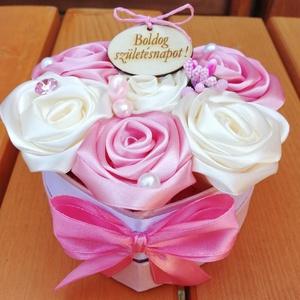 Örökvirágdoboz, Esküvő, Emlék & Ajándék, Doboz, Mindenmás, Virágkötés, Születésnapra,anyák napjára kèszültek ezek a kézi készítésű rózsákból álló virágdobozok.  Gyöngyökke..., Meska