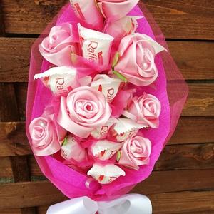 Raffaello csokor,kézi készítésű szaténrózsákkal elegáns ,egyedi,különleges, Otthon & Lakás, Dekoráció, Csokor & Virágdísz, Virágkötés, Mindenmás, Ballagásra,szülinapra,köszönő ajándéknak is gyönyörű pld tanárnak. A rózsák nagy gondossággal ,szaté..., Meska