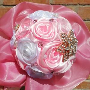 Rózsaszín- fehér örökcsokor, Esküvő, Menyasszonyi- és dobócsokor, Mindenmás, Virágkötés, Rózsaszín-fehér színű selyemcsokor,ami örök emlék marad.Rendelhető mellé kitűző,csuklódísz és szülők..., Meska