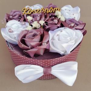 Örökvirágdoboz, Esküvő, Emlék & Ajándék, Doboz, Mindenmás, Virágkötés, Köszönet ajándéknak kèszült ez a kézi készítésű rózsákból álló virágdoboz. Valentin napra is ajánlom..., Meska