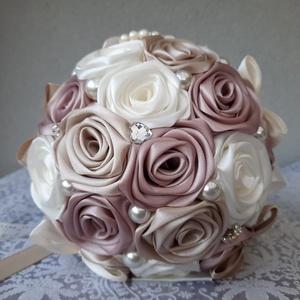 Rose gold,krém,pezsgő színű örökcsokor, Esküvő, Menyasszonyi- és dobócsokor, Virágkötés, Mindenmás, Álmaid csokra ez a most divatos rose gold,krém, pezsgő színű,kézzel készített selyemrózsa csokor.Nag..., Meska