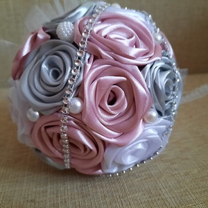 Fehér-szürke-mályva színű örökcsokor, Esküvő, Menyasszonyi- és dobócsokor, Mindenmás, Virágkötés, Menyasszonyoknak ajánlom ezt a fehér,ezüstszürke-mályva színű kézzel készített rózsákból álló selyem..., Meska