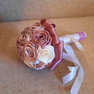 Menyasszonyi csokor, Esküvő, Menyasszonyi- és dobócsokor, Gyönyörű és  örök menyasszonyi csokor. Mályva,rose gold,beige és ekrü színben.A csokor kisebb méretű..., Meska