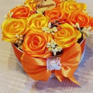 Örökvirágdoboz, Esküvő, Emlék & Ajándék, Doboz, Mindenmás, Virágkötés,  Kézi készítésű rózsákból álló virágdoboz.  Gyöngyökkel van díszítve.Nagyon szép,örök emlék marad . ..., Meska