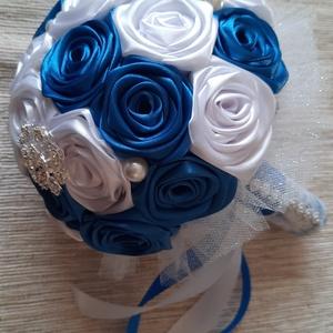 Kék-fehér esküvői örökcsokor, Esküvő, Menyasszonyi- és dobócsokor, Menyasszonyi- és dobócsokor, Mindenmás, Virágkötés, Királykék-fehér menyasszonyi csokor a nagy napra.Igény szerint kérheted csak gyönggyel is a díszítés..., Meska