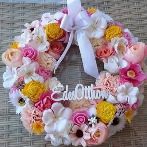Tavaszi Ajtódísz, Otthon & Lakás, Dekoráció, Ajtódísz & Kopogtató, Virágkötés, Minőségi ,gondosan válogatott virágokból készült ez a tavaszi ajtódísz.Színe fehér,krém ,sárga és ró..., Meska