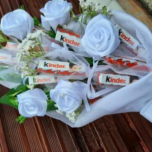 Kinder csokor,kézi készítésű szaténrózsákkal elegáns ,egyedi,különleges,hosszú csokor, Otthon & Lakás, Dekoráció, Csokor & Virágdísz, Virágkötés, Mindenmás, Ez egy nagyon elegáns csokor,különleges,egyedi.Ballagásra,szülinapra,köszönő ajándéknak is gyönyörű ..., Meska