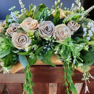 Esküvői asztaldísz, Esküvő, Dekoráció, Asztaldísz, Mindenmás, Virágkötés, Esküvői főasztaldísznek ajánlom ezt az ovális alakú kézi készítésű rózsákkal díszített szépséget.Bár..., Meska