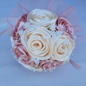 Menyasszonyi csokor, Esküvő, Menyasszonyi- és dobócsokor, Gyönyörű és  örök menyasszonyi csokor. Vintage rózsaszín,ekrü színben.A csokor kisebb méretűnek szám..., Meska