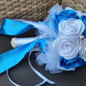 Menyasszonyi csokor, Esküvő, Menyasszonyi- és dobócsokor, Gyönyörű és  örök menyasszonyi csokor. Kék,fehér színben./A fehér több / A csokor gyöngyökkel van dí..., Meska