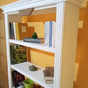 Fehér könyvespolc könyves szekrény lakás dekoráció, Otthon & Lakás, Bútor, Szekrény, Famegmunkálás, Egy kis segítség, hogy könyveidet rendezetten, állapotukat megőrizve, egyben mutatósan tárold.\nMassz..., Meska