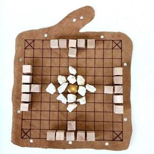Hnefatafl - viking történelmi táblajáték, Játék & Gyerek, Társasjáték & Puzzle, Bőrművesség, Famegmunkálás, A hnefatafl egy kora középkori, elsősorban a vikingekre jellemző játék. A sakk elterjedése előtt Eur..., Meska