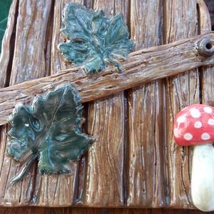 Fagyálló kerámia ajtó a tündérfádra - deszkákkal, szőlőlevelekkel, gombával (Mesekeramia) - Meska.hu