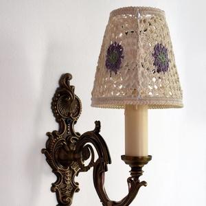 """Csipkefény bronz falikar horgolt búrával, Otthon & Lakás, Lámpa, Fali & Mennyezeti lámpa, Horgolás, Régi, bronz felújított falikar adja a lámpa alapját.Eredeti \""""gyertyás\"""" foglalattal, ami műanyag,így ..., Meska"""