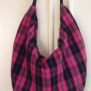 Pink-fekete kockás  hobo táska, Gyerek & játék, Táska, Táska, Divat & Szépség, Válltáska, oldaltáska, Varrás, Pink-fekete-zöld-kék kockás szövetből készítettem ezt a jó nagy méretű válltáskát.\nRengeteg holmit l..., Meska