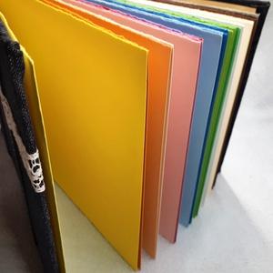 Színpompás album, Otthon & Lakás, Papír írószer, Jegyzetfüzet & Napló, Könyvkötés, Ennek a gyönyörű könyvnek a lapjai a szivárvány minden színében pompáznak. A borítója farmeranyaggal..., Meska