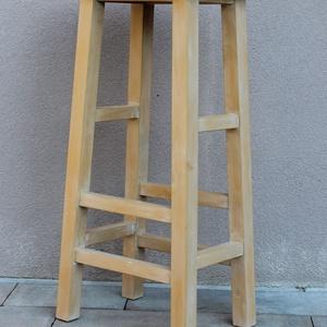 Bárszék - Állvány, Otthon & Lakás, Bútor, Szék & Fotel, Famegmunkálás, Anyaga borovi fenyő. A szék sima felületűre megmunkált, mustár színű tejfestékkel festett. Az ülőlap..., Meska