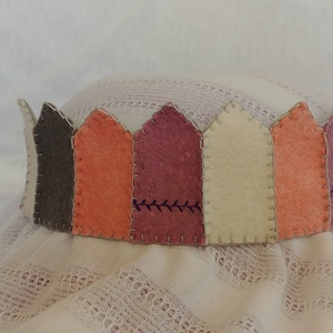 Filc korona pink4, Gyerek & játék, Játék, Varrás, Filcből készült korona, kisebb- és óvodáskorú gyermekek számára.\n\nA korona kézzel varrt.\nJó minőségű..., Meska