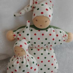 Waldorf marokbaba pár pöttyös, Gyerek & játék, Gyerekszoba, Dekoráció, Otthon & lakás, Játék, Varrás, Hímzés, Ketten vannak. Két pöttyös.\nEgy anyuka és egy kisbaba.\nAnyuka 18 cm, baba 11 cm.\n\nMindketten kézzel ..., Meska