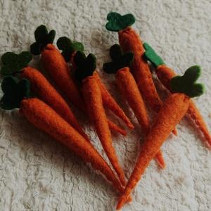 Filc répa apró narancs , Gyerek & játék, Varrás, Gyermekek kicsi konyhájába készültek ezek a zöldségek.\n\nAnyaga gyapjúfilc, töltete gyapjú, aprólékos..., Meska