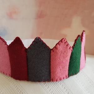Filc korona 7, Ruha & Divat, Jelmez & Álarc, Jelmez, Varrás, Filcből készült korona, kisebb- és óvodáskorú gyermekek számára.\n\nJó minőségű színes filc anyagból k..., Meska
