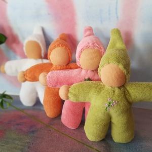 Waldorf babák, Játék & Gyerek, Varrás, 4 db pici, kézzel készült Waldorf baba készült.\n\nRózsaszín: tavasz\nZöld: nyár\nNarancssárga: ősz\nFehé..., Meska
