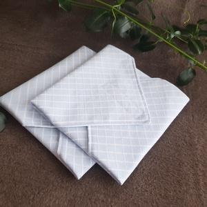 Textilszalvéta kék kockás, Otthon & Lakás, Konyhafelszerelés, Szalvéta, Varrás, Textilszalvéta, amely tökéletesen helyettesíti a papírszalvétát, hosszú távon.\n\nMérete: 30x30 cm. \n\n..., Meska