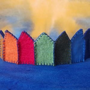 Filc korona szivárvány, Ruha & Divat, Jelmez & Álarc, Jelmez, Varrás, Filcből készült korona, kisebb- és óvodáskorú gyermekek számára.\n\nJó minőségű színes filc anyagból k..., Meska