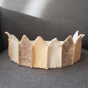 Filc korona beige, Ruha & Divat, Jelmez & Álarc, Jelmez, Varrás, Filcből készült korona, kisebb- és óvodáskorú gyermekek számára.\n\nJó minőségű színes filc anyagból k..., Meska