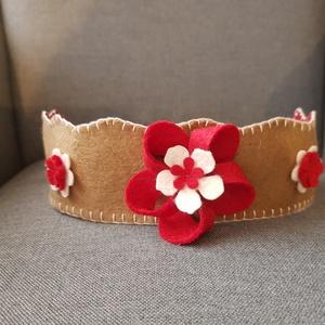 Filc korona piros, Játék & Gyerek, Szerepjáték, Varrás, Filcből készült korona, kisebb- és óvodáskorú gyermekek számára.\n\nA korona kézzel varrt.\nJó minőségű..., Meska