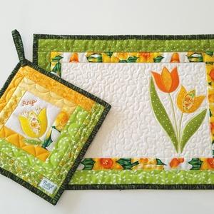 Tányéralátét szett tulipánokkal nem csak húsvétra, Otthon & Lakás, Konyhafelszerelés, Edényalátét, Varrás, Patchwork, foltvarrás, Tulipánokkal díszített tányéralátétet és szintén tulipán motivummal készült edényalátétet készítette..., Meska