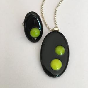 Ékszerszett medál-gyűrű Zöld-fekete, Ékszer, Egyéb, Ékszerszett, Medál, A képen látható medál 5 x 3 cm méretű, olvasztott üveg technikával készült, a gyűrű vele színben tel..., Meska